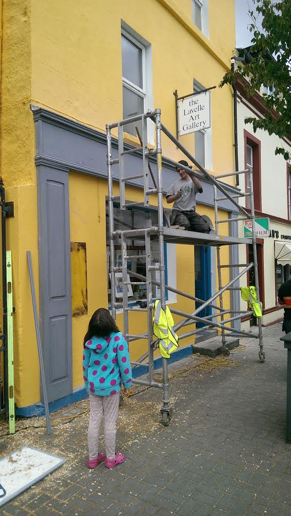 The new shopfront going into place