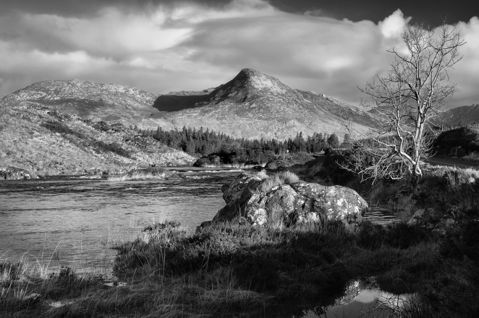 An Abhainn Mór agus Binn Leitrí by Aled Owen-Thomas
